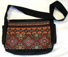 Embroidery Bags, Embroidery Patterns, Diy Messenger Bag, Palestinian Embroidery, Cross Stitching, Purses And Bags, Needlework, Textiles, Zoom Zoom