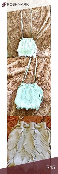 Feather Bag 💕 Beautiful white feather bag! Brand new condition with flowing feathers attached to the front. The bag is adjustable with the strap, and the bag closes with a strap! It was purchased down at the NJ shore in a boutique. Perfect for summer with any outfit☀️⚓️ Bags Crossbody Bags