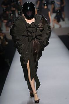 Viktor & Rolf Spring 2005 Ready-to-Wear Collection Photos - Vogue