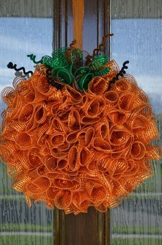 Best Ideas To Create Fall Wreaths Diy 115 Handy Inspirations 061 - Wreath Ideen Diy Fall Wreath, Autumn Wreaths, Holiday Wreaths, Wreath Ideas, Fall Diy, Holiday Fun, Holiday Ideas, Deco Mesh Crafts, Wreath Crafts