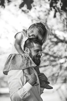 Heartbroken Photographer Captures Special Bond Between Fathers and Their Children Father Daughter Photography, Children Photography, Family Photography, Photography Poses, Father Daughter Pictures, Dad Daughter, Mother Daughters, Father And Girl, Family Posing