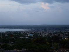 Ciudad de #Matanzas alrededor de su bahía y atravesada por sus 3 ríos. Preciosa y única la ciudad de los puentes! #Cuba