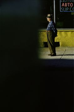 Saul Leiter: Portfolio Example By Alice Li Gallery View Gallery tab for more information. Saul Leiter's photographs Alice Li's photographs Photography Gallery, Urban Photography, Film Photography, Fine Art Photography, Artistic Photography, Street Photography People, Reportage Photography, Cinematic Photography, Framing Photography