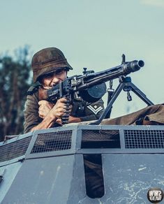 Mg34, Credit Card Benefits, Classic Army, German Soldiers Ww2, German Uniforms, Ww2 Photos, Private Sector, Second World, Financial Institutions