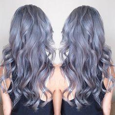 Nova tendência? | Mulheres jovens começam a pintar seus cabelos de cinza