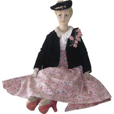 Beautiful vintage Lenci Italian cloth boudoir doll c1930's. The doll is in wonderful condition. The painting on her face is still fresh and crisp and