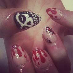 Skull & drippy nails misfits. Holy crap!