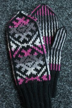 Sweet things: Mallat x 2 Knit Mittens, Mitten Gloves, Knitted Hats, Fair Isle Pattern, Celtic Knot, Knit Crochet, Socks, Colours, Knitting