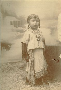 Native Child, Native American Children, Native American Beauty, Native American Photos, American Indian Art, Native American Tribes, Native American History, Native American Jewelry, Native Americans