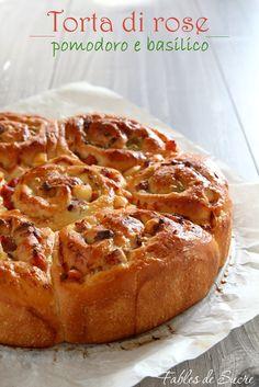 torta di rose al pomodoroDose per due teglie da 22 cm  500 gr di farina 0 1 uovo 250 gr di latte 1 cucchiaio di zucchero 1/2 cucchiaio di sale 40 gr di olio EVO 5 gr di lievito di birra (oppure 125 gr di lievito madre solido) Per la farcitura:  80 gr di formaggio spalmabile 15 gr di concentrato di pomodoro 80 gr di formaggio spalmabile 20 gr di pesto di basilico 200 gr di prosciutto cotto a dadini 200 gr di Asiago o Emmental a dadini