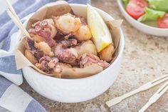 Il polpo fritto è un antipasto di pesce molto gustoso, ma facilissimo da preparare: occorrono solo un polpo, farina e olio di semi.