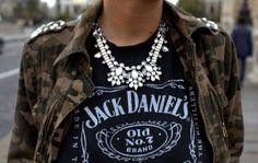 La famosa camiseta Jack Daniels, quién hubiese estado en esa fiesta.