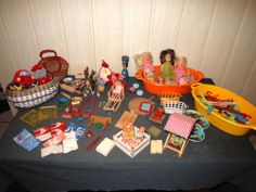 Konvolut Kinderspielzeug,Puppen,Puppenstubenmöbel u.-zubehör, DDR u. älter