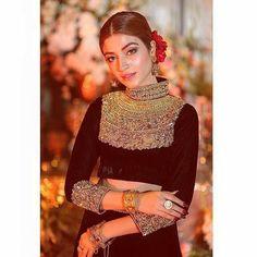 Pakistani Dress Design, Pakistani Dresses, Kinza Hashmi, Bridal Mehndi Dresses, Evening Dresses With Sleeves, Pakistan Fashion, Anarkali Dress, Pakistani Actress, Beauty Full Girl