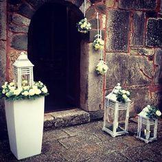 Wedding with lanterns n flowerballs by Fleurs Trikala