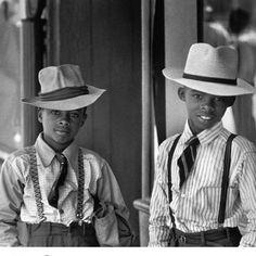 Natchez Mississippi 1947. By the artist Henri Cartier-Bresson (1908-2004). Afro life Andro living.  Via @duroolowu ------ #AfroAndro / #Afrocentric / #Androgynous / #Style / #AndrogynousStyle / #StylishWomen / #StylishMen / #ThisAndrogynousLife / #WhatIWore /#AndrogynousFashion / #ProudlyAndrogynous / #Slay / #Dapper / #StyleDiary / #StyleInspired / #OurAndrogynousLife / #Stylish / #StyleBlog