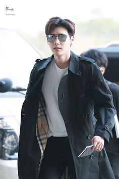 Only Lee Jong Suk — Leejongsuk at GMP airport heading to. Lee Jong Suk Cute, Lee Jung Suk, Korean Celebrities, Korean Actors, Asian Actors, Celebs, Korean Men, Asian Men, Lee Jong Suk Wallpaper