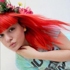 @alternativehair makes a bold hair color choice with a neon.