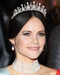 10/12-2018 The Nobel Prize Award Ceremony 2018 took place at Stockholm Concert Hall on December 10 which is the death anniversary of Alfred Nobel. King Carl XVI Gustaf, Queen Silvia, Crown Princess Victoria, Prince Daniel, Prince Carl Philip, Princess Sofia and many guests attended the award ceremony. The prizes were presented by Swedish King Carl XVI Gustaf to the Nobel Laureates, who were declared in September. Prince Carl Philip, Prince Daniel, Royal Tiaras, Tiaras And Crowns, Crown Princess Victoria, Victoria Prince, Royal Family Trees, Royal Jewelry, Jewellery