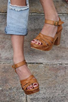 Image of South of the Border Chunky Wooden high heel Sage Leather Sandal - Tan