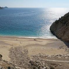 Türkisblaues Wasser und feiner Sandstrand. Der Kaputaş Beach an der Lykischen Küste. . Ich bin gerade mit @oegertours  auf eine Rundreise durch die Westtürkei gestartet. . Mehr Fotos findest du auf meiner FB Seite. . . . #SandstrandLove #ÖgerTours #Sandstrand #Strand  #Türkisblau #Kaputasbeach #Weltenbummler #Wanderlust #Sehenswert #InstaReisen #InstaReise #InstaUrlaub #Reisefieber #Reiselust #Reisetipps #Reisefotografie #Reisenmachtglücklich  #Reise #Urlaubsreif #Urlaubserinnerung…