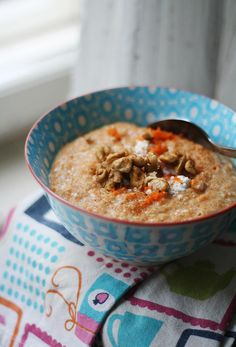 Porkkanakakkupuuro / Carrot cake oatmeal, what an innovation! Easy Delicious Recipes, Healthy Recipes, Healthy Foods, Carrot Cake Oatmeal, Good Food, Yummy Food, Breakfast Pancakes, Protein Snacks, Healthy Options