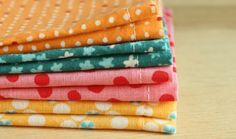 Tutorial for Lunchbox Napkins. Perfect back-to-school craft. Back To School Crafts, Sewing School, Craft Gifts, Sewing Projects, Napkins, Core, Lunch Box, Diy Crafts, Kitchen