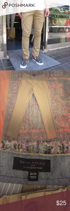 "Mens Banana Republic skinny khaki pant Mens Banana Republic ""Fulton skinny chino"" pant. Great condition, lightly worn. Size 32x32 Banana Republic Pants Chinos & Khakis"