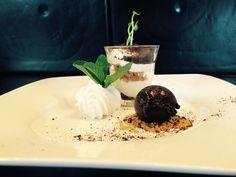 Dessert - Flower Power Boerenjongens, nougat mousse, kruimels van oreo koekjes en een bol pure chocolade ijs