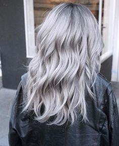 Icy Silver Hair Transformation Is the Coolest Trend - Couleur Cheveux 01 Grey Hair Dye, Silver Grey Hair, Ombre Hair Color, Dyed Hair, Silver Hair Colors, Grey Hair Colors, Pink Grey Hair, Grey Ombre, Hair Colour