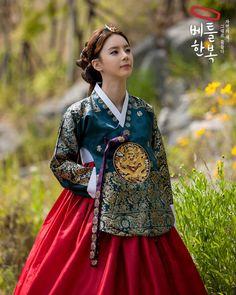 Royal 한복 Hanbok / Traditional Korean dress
