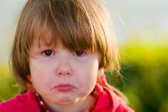 Kinderängste ernst nehmen. Babys und Kleinkinder können sich ziemlich fürchten. Doch wie können Eltern darauf richtig reagieren? Welchen Rat geben Experten bei Albträumen?