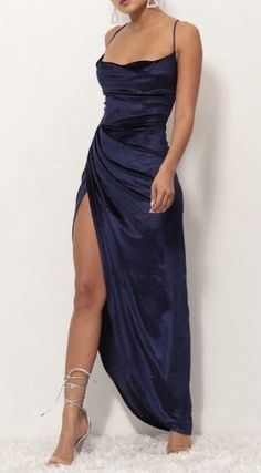 Shopping Outfits, Glamouröse Outfits, Gala Dresses, Dance Dresses, Satin Dresses, Blue Satin Dress, Blue Maxi Dresses, Blue Velvet Dress, Dress Black