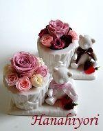 ベアー&ギフトボックスの花器☆ブーケ風にお花をアレンジ。お別れシーズンに好評です。 Pudding, Desserts, Gifts, Food, Tailgate Desserts, Deserts, Presents, Custard Pudding, Essen