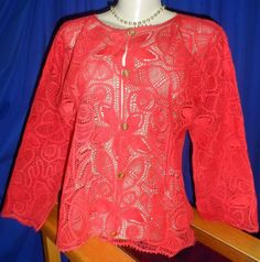 Blusa mangas longas vermelha em renda renascença