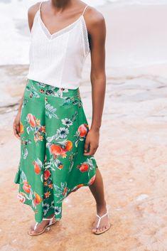 calça pantacourt floral