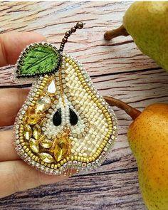 Автор @lilya_zabbarova 〰〰〰〰〰〰〰〰〰〰〰〰〰〰 По всем вопросам обращайтесь к авторам изделий!!! #ручнаяработа #брошьизбисера #брошьручнойработы #вышивкабисером #мастер #бисер #handmade_prostor #handmadejewelry #brooch #beads #crystal #embroidery #swarovskicrystals #swarovski #купитьброшь #украшенияручнойработы #handmade #handemroidery #брошь #кольеручнойработы #кольеизбисера #браслеты #браслетручнойработы #сутажныеукрашения #сутаж #шибори #полимернаяглина #украшенияизполимернойглины