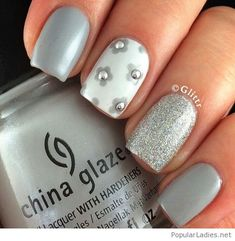 Grey manicure with little flowers and glitter
