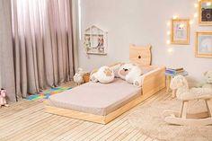 Montessori Bed: Inspirations to Insert the Furniture in the Decoration Girl Bedroom Designs, Girls Bedroom, Toddler Floor Bed, Toddler Room Organization, Montessori Bedroom, Bedding Inspiration, Kids Room Design, Kid Beds, Boy Room
