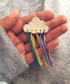 Hottest Photos Ceramics art for kids Thoughts The combination of ceramic and yarn is a colored brooch DIY Ideen und DIY Projekte Ceramic Jewelry, Clay Jewelry, Ceramic Art, Beaded Jewelry, Jewelry Logo, Ceramic Beads, Ceramic Pottery, Diy And Crafts, Crafts For Kids