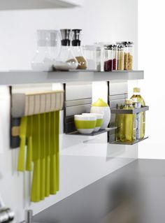 LINERO MosaiQ is flexible and versatile, offering users a huge choice for configuring the space between the countertop and the wall cabinets.  The multi-functional, anodized aluminium rail can be either screwed or glued to the wall,