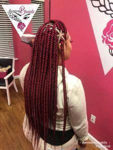 35 Triangle Box Braids Styles - Part 34 Box braids with triangular parts have become just as popular as traditional box braids. Here are 35 triangle box braids styles to inspire your next style. Burgundy Box Braids, Red Box Braids, Large Box Braids, Short Box Braids, Jumbo Box Braids, Box Braids Styling, Small Braids, Burgundy Hair, Burgundy