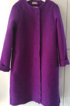 Handmade coat blanket coat jacket dekenjas, made of a vintage puprle wool blanket, size M door MORETHANVINTAGENL op Etsy