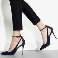 a9f5a1f69b5a Elegant Lace Up Pointed Toe Stilletto Heels