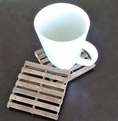 DIY mini pallet coasters | made from popsicle sticks! | cookinglikelou.com