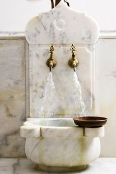 Sink is a beautiful use of repurposed marble fountain Wellness In Hamburg, Old Sink, Turkish Bath, Turkish Delight, Tadelakt, Budget Bathroom, Small Bathroom, Bathroom Marble, Bathroom Sinks