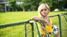 HD Widescreen Wallpapers - girl soccer pic, 2560 x 1440 (597 kB)