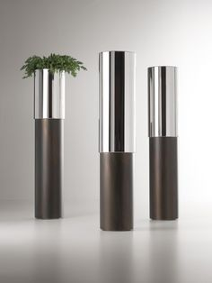 PHIL design Johannes Klein for De Castelli. #Vaso in #acciaio inox lucido e #ferro acidato
