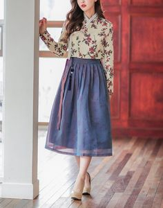 Traditional Skirts, Korean Traditional, Traditional Outfits, Chiffon Dress, Lace Skirt, Modern Hanbok, Party Looks, Korean Outfits, Korean Fashion