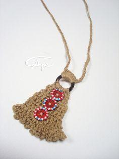 Colgante de crochet con botones pintados a mano http://calpearts.blogspot.com.es/p/colgantes.html
